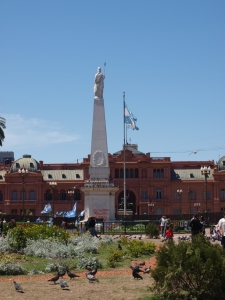 Plaza de Mayo...you can see La Casa Rosada in the background